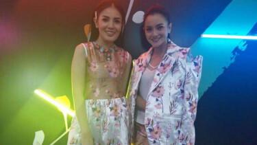 Gaya Kompak Nindy Ayunda dan Ririn Ekawati di Jakarta Fashion Week