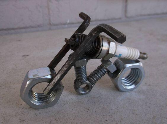 Miniatur Keren dan Unik yang Terbuat dari Onderdil Bekas