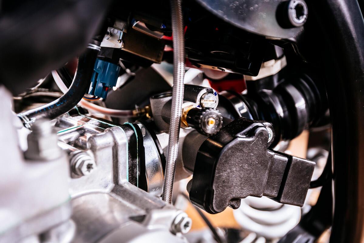 [IHATEBIKES] Perbedaan Sistem Kerja Motor Karbu dan Injeksi