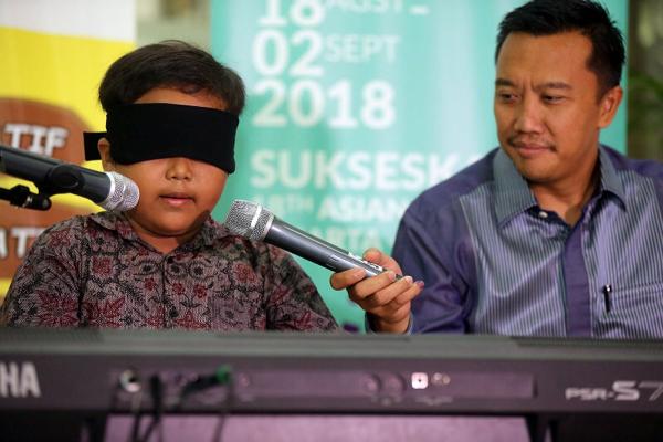 Bocah asal Indonesia Pecahkan Rekor Dunia Main Piano dengan Mata Tertutup