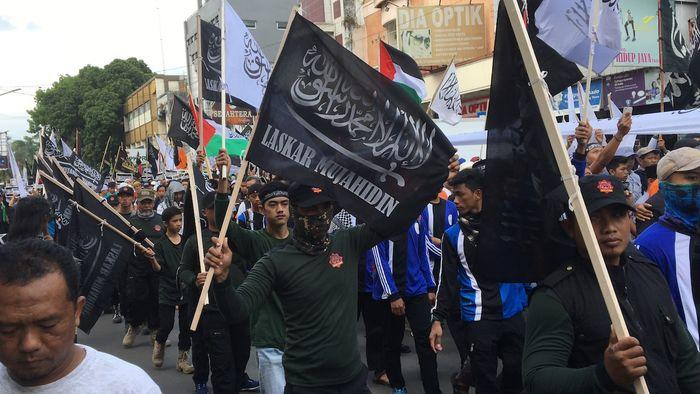 Pembawa bendera diduga HTI ditahan polisi