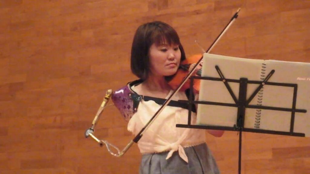 Kisah Manami Ito, Bermodal 1 Tangan Jadi Perawat, Perenang & Violinis