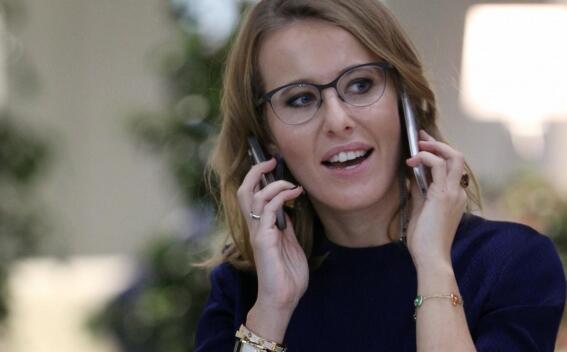 """TERCYDUK! Pakai IPHONE X """"Cewek CANTIK"""" Rusia Ini Digugat Rp.25 Milyar?!"""