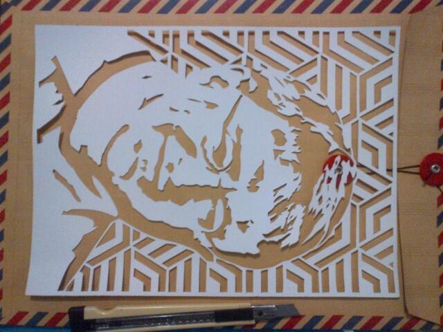 bermain dengan kreatifitas menggunakan seni potong kertas