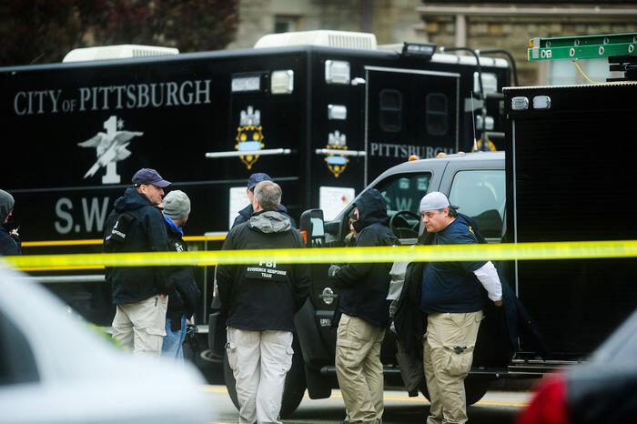 Penembakan 11 warga dan 14 paket bom gemparkan AS
