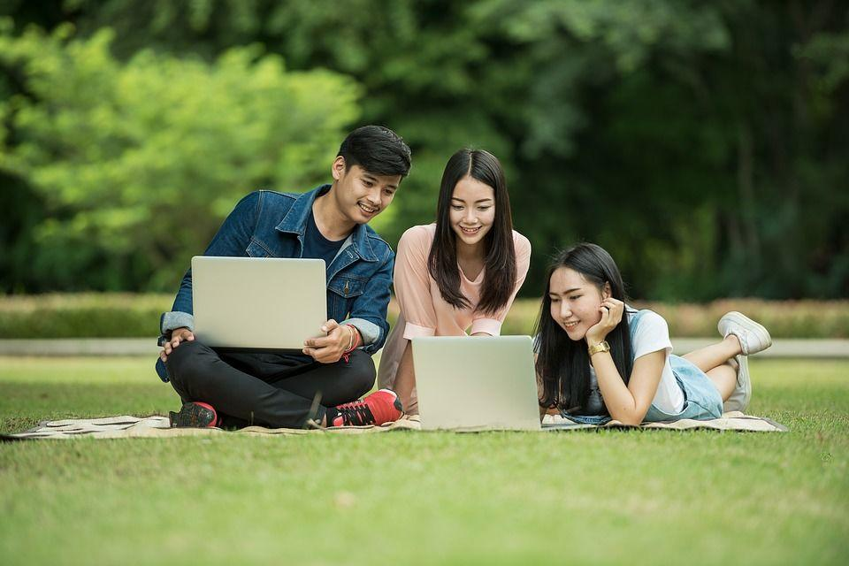 Gaet Suara Pemilih Muda, Sandi Janji Fasilitasi Startup Millennials