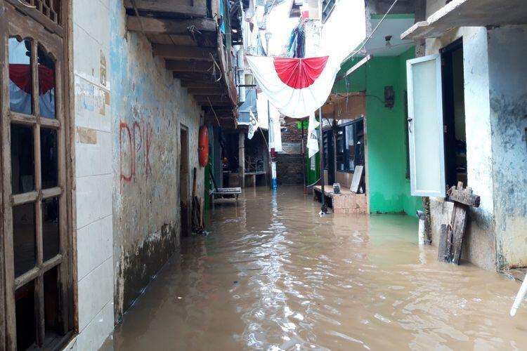 Banjir 1 Meter Genangi Permukiman Warga di Kebon Pala