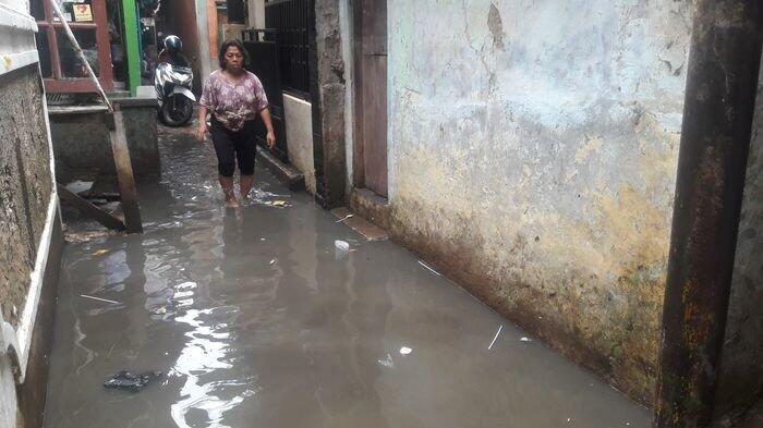 Sungai Ciliwung Meluap, Warga Kebon Pala Jakarta Timur Kebanjiran