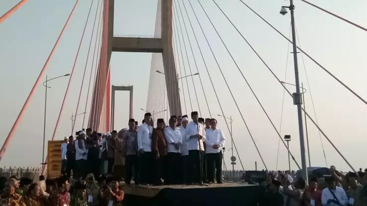 Gratiskan Jembatan Suramadu, Jokowi Pidato di Atas Truk Troton