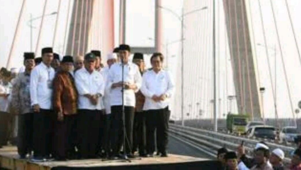 Jembatan Suramadu 'digratiskan', tuduhan 'pencitraan' dan atmosfir pilpres