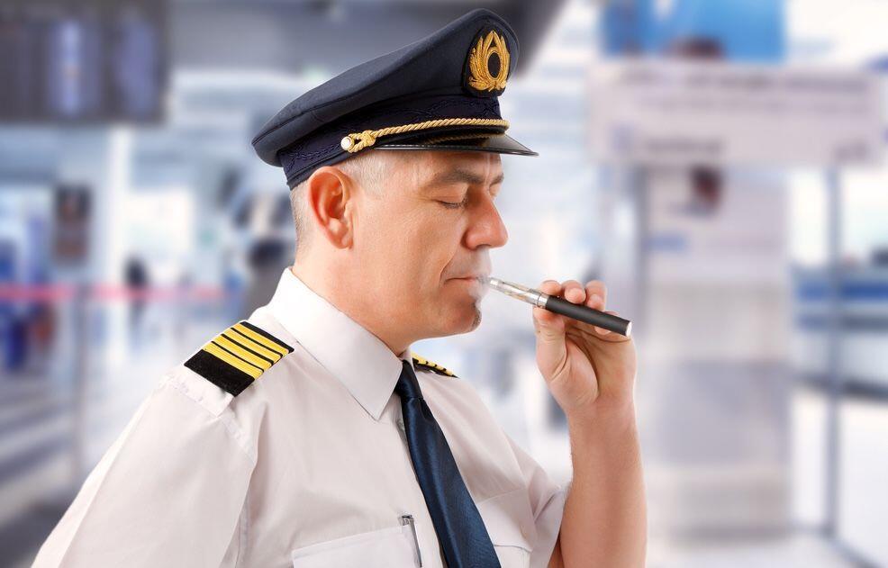 Jangan Lakukan, 6 Hal Ini Berbahaya Dilakukan Saat di Pesawat!