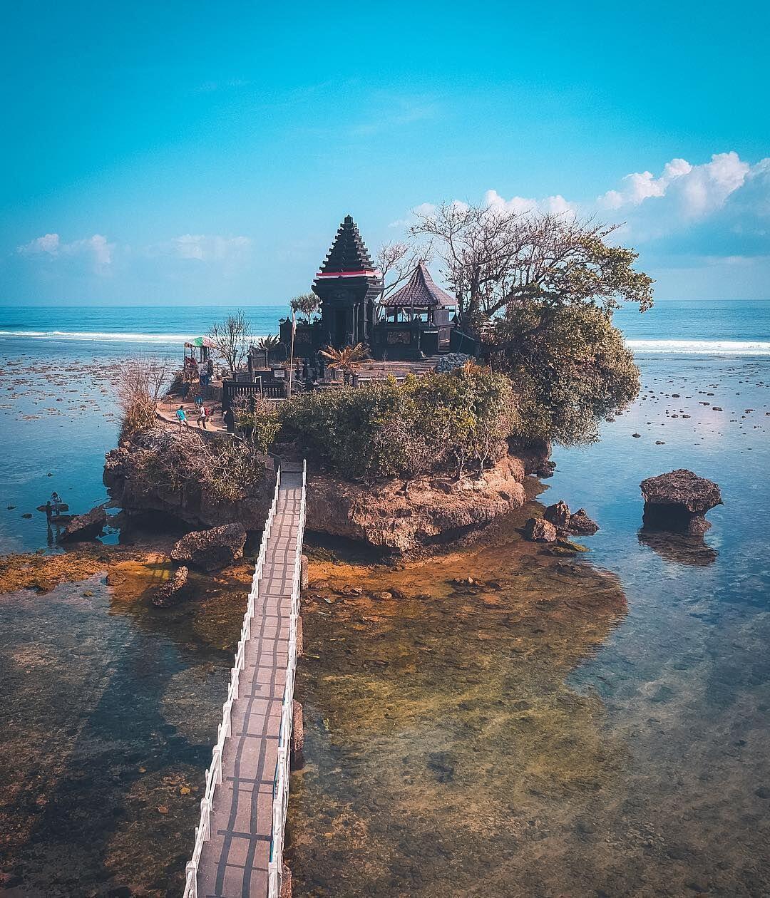 Cantik! Ini 10 Potret Keindahan Pantai Balekambang Malang