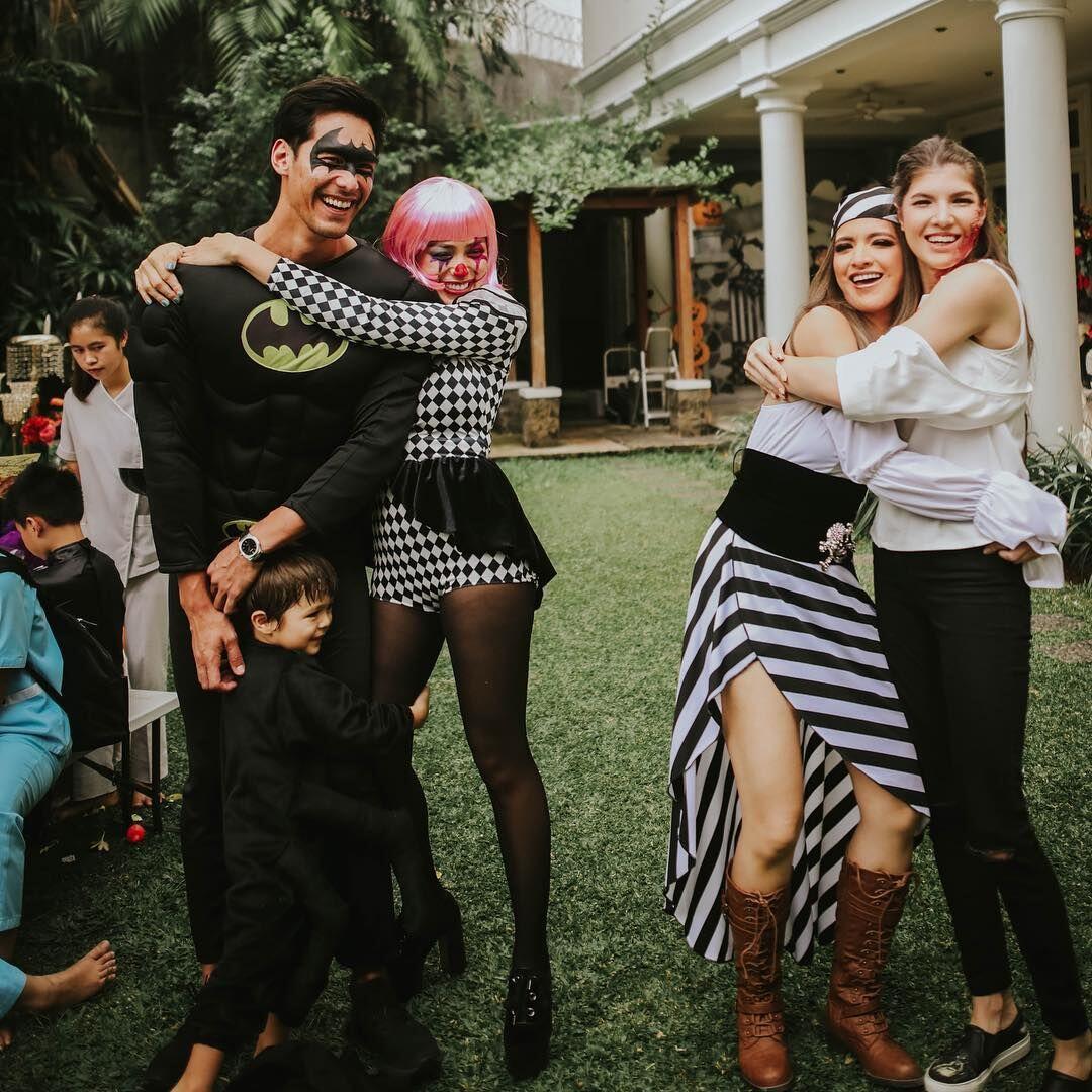 10 Potret Keseruan Pesta HalloweenGirl Squad Nia Ramadhani