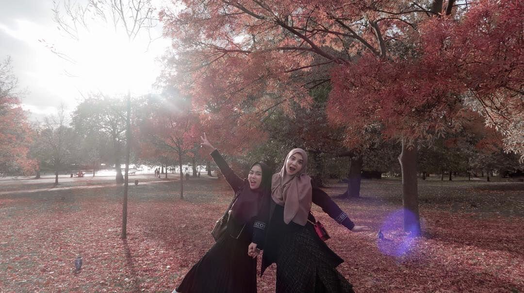 Double Date! 8 Keseruan Irwansyah-Zaskia & Lukman-Medina di Eropa