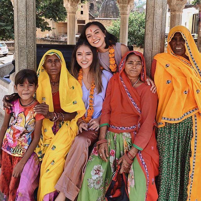 9 Potret Serunya Liburan Nazla Alifa & Dindra Nashriyah di India!