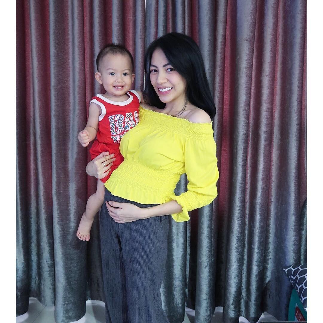 Hamil Anak Kedua, 10 Potret Bahagia Keluarga Kezia Karamoy
