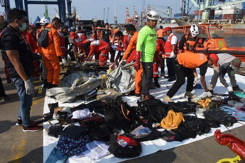 Basarnas Duga Masih Banyak Korban Terjebak dalam Pesawat