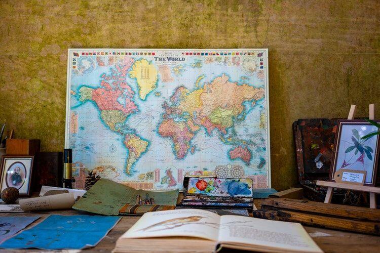 Tak Cuma Hiasan Dinding, Ini 5 Alasan Harus Ada Peta Dunia di Kamarmu