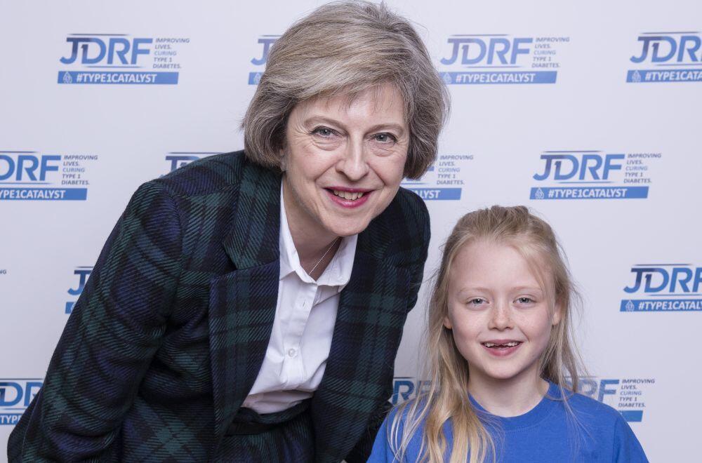 5 Perilaku Positif Theresa May yang Bisa Banget Dicontoh