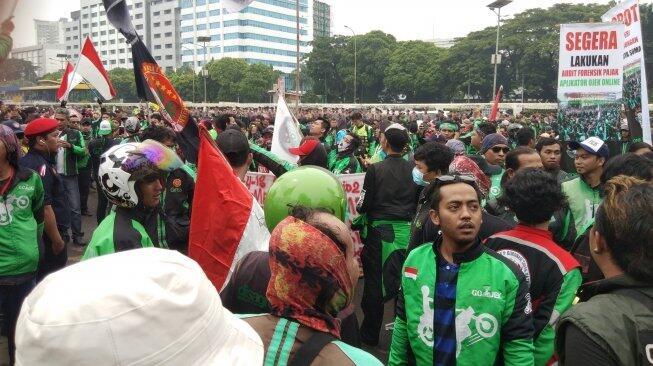 Sempat Memanas, Massa Aksi Ojol Mitra Grab Sampaikan Tuntutan Ini