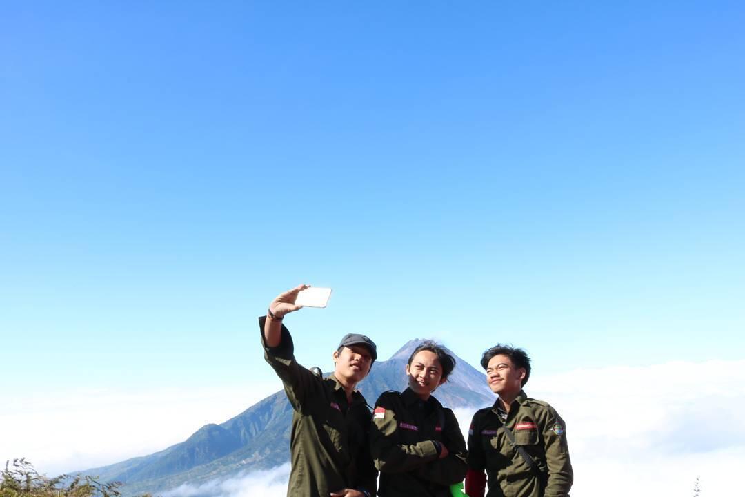 Mendaki Gunung Adalah Cara Gue Memaknai Sumpah Pemuda