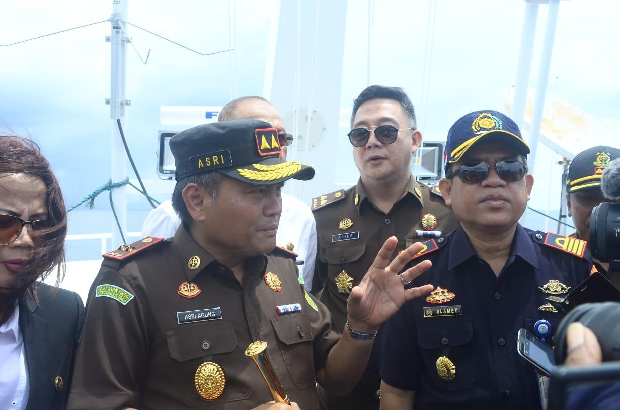 Kajati Teropong Proses Penengelaman 26 Kapal Dari Atas Kapal MV. Indra Perkasa 159