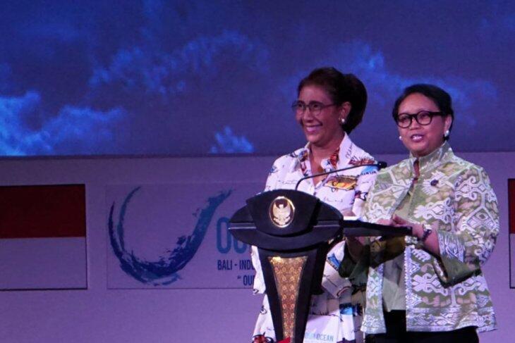 Kenakan Batik Ikan, Menteri Susi Buka Our Ocean Conference di Bali
