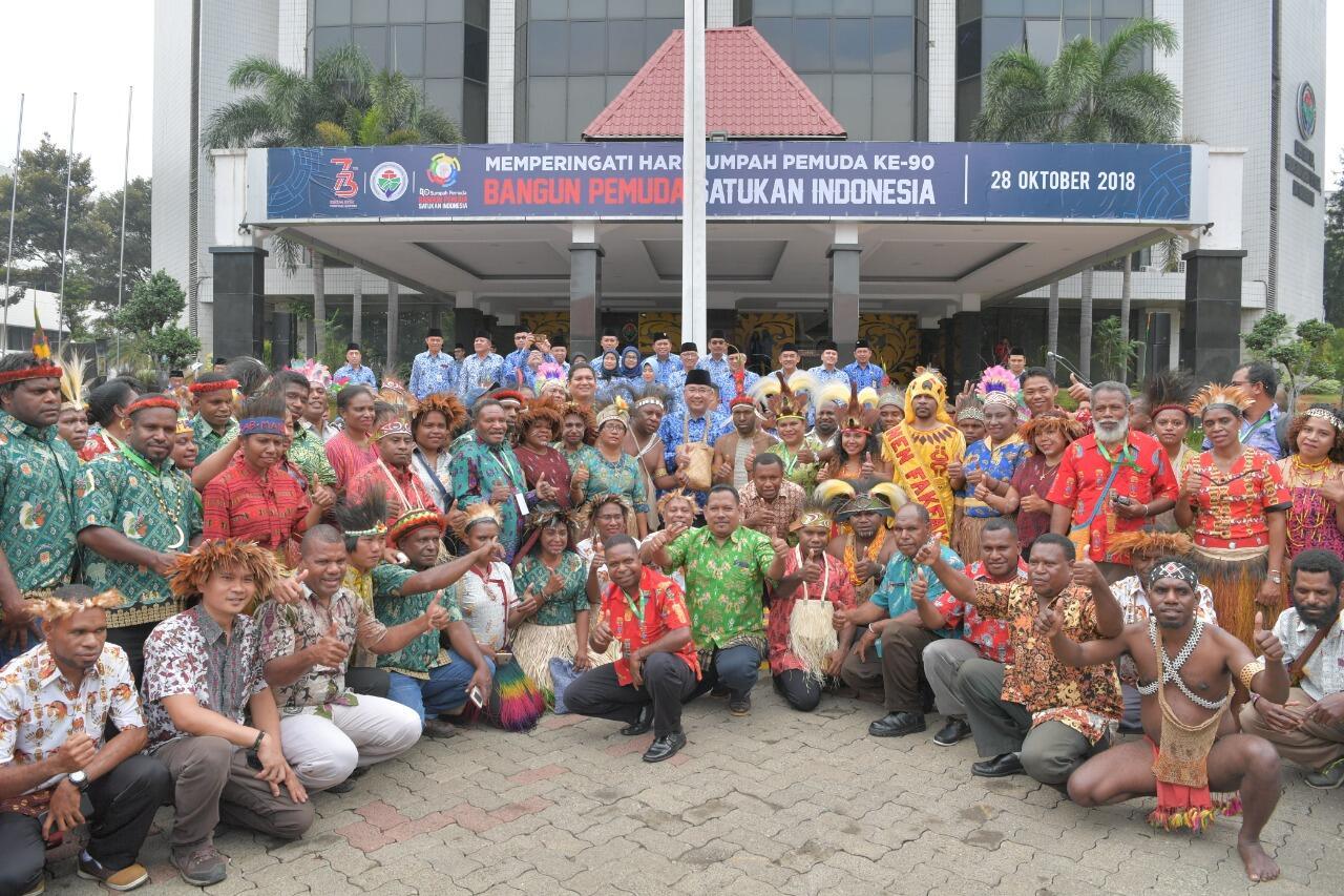 Terbiasa Nomaden, Menteri Eko Minta Pendamping Desa Ajak Warga Papua Hidup Menetap