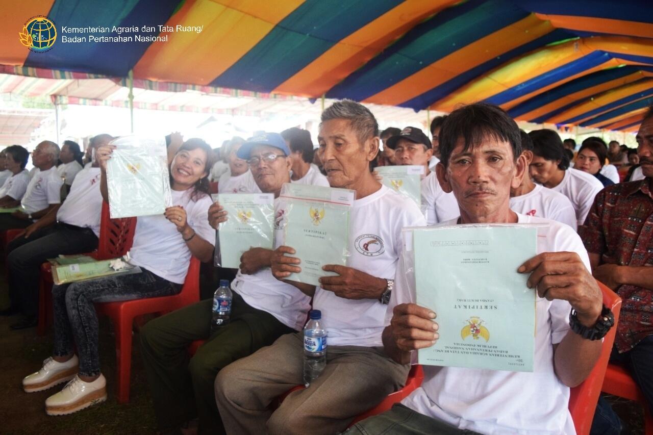 Sertifikat Redistribusi Tanah Jadi Kado Istimewa Warga Minahasa Tenggara