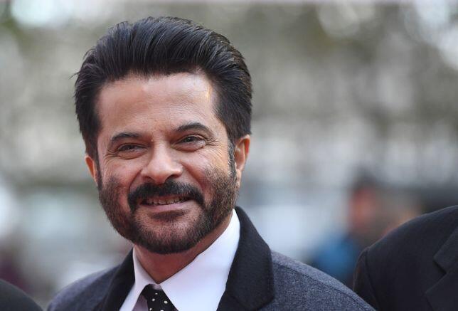 7 Aktor Bollywood Ini Memainkan Peran yang Tidak Sesuai dengan Usia