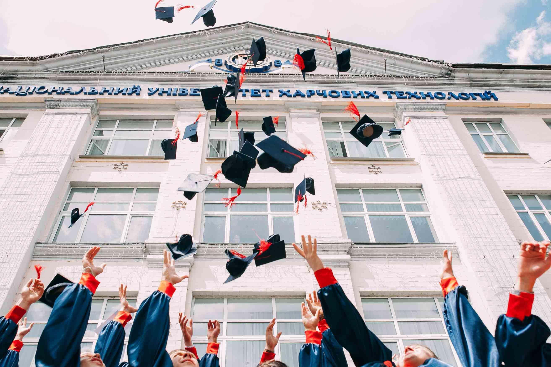 6 Perbedaan Sistem Seleksi Masuk Universitas di Amerika dan di Inggris