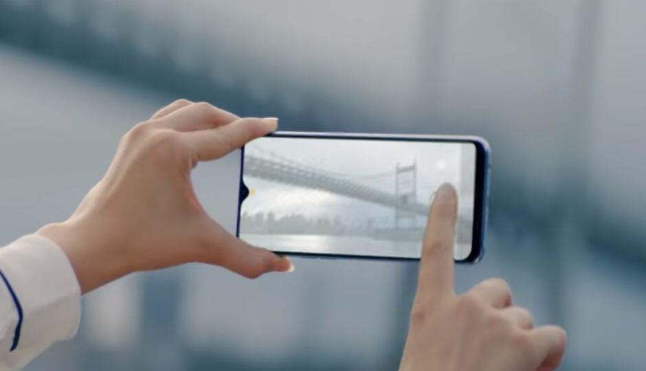 7 Smartphone Berlayar Teardrop Terbaik Buat Kamu yang Gak Suka Poni