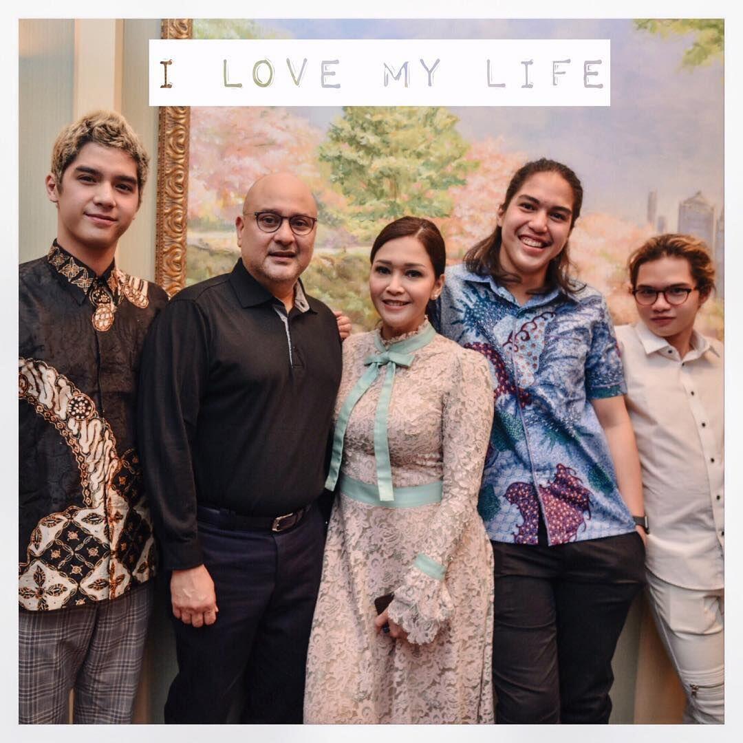 Inspirasi Pernikahan ala Maia Estianty, Anggun bak Keluarga Bangsawan