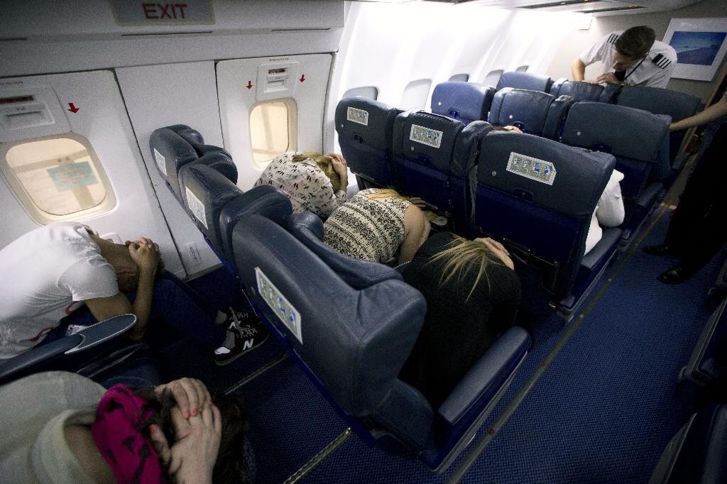 8 Hal yang Berpotensi Menyelamatkan Nyawamu dalam Kecelakaan Pesawat
