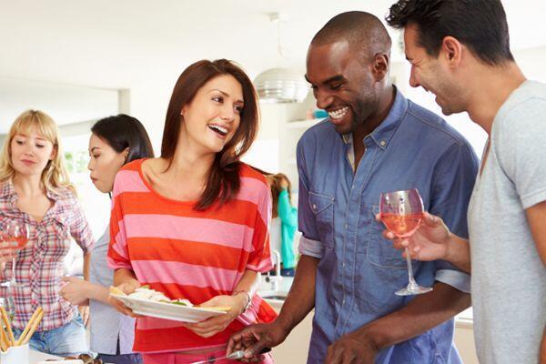 Sering Merasa Canggung? Ini 7 Tips Ampuh Kenalan Dengan Orang Baru