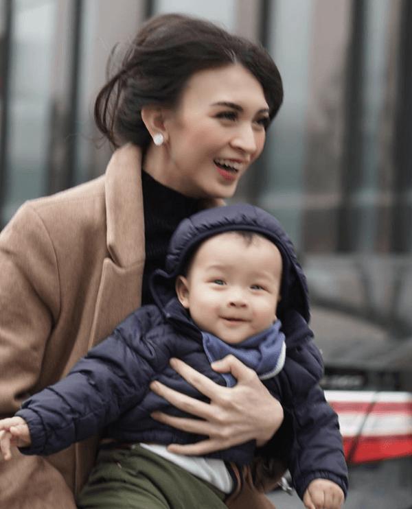 Bikin Iri, Ini 10 Potret Bahagia Keluarga Donita saat Liburan ke Korea