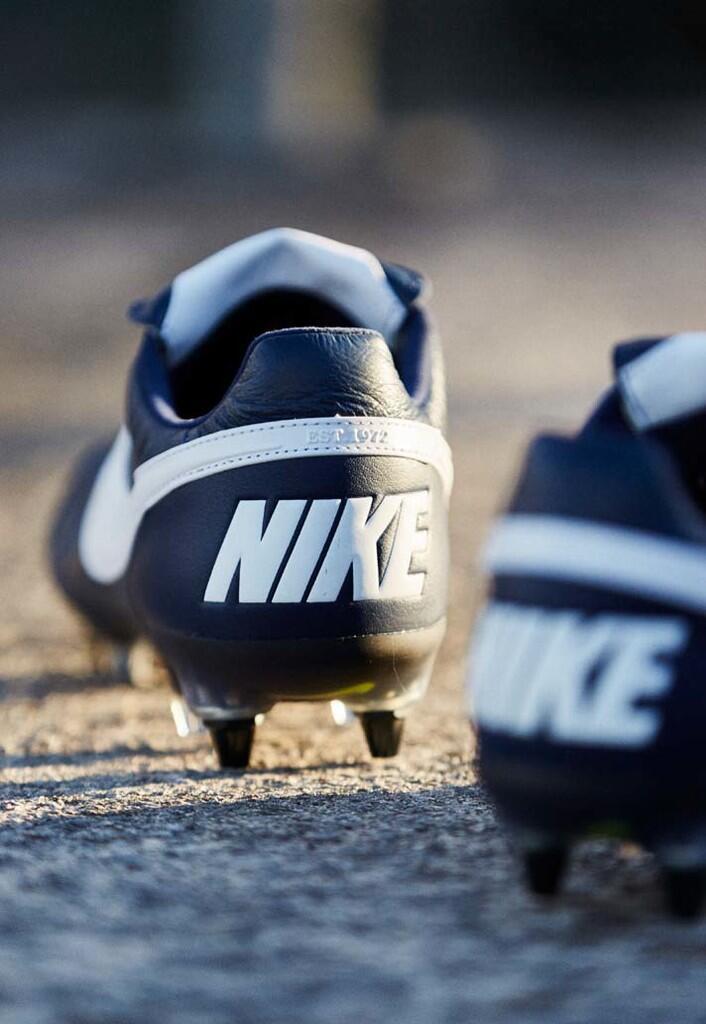 Teknologi Anti-Clog di Nike Premiere II Terbaru
