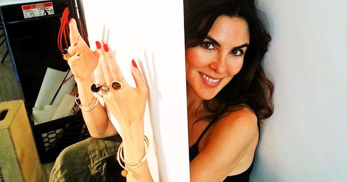 Punya Tangan Cantik Dan Indah! Wanita SEKSI Ini
