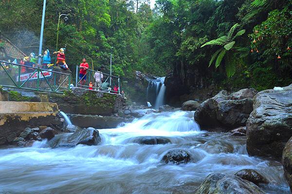 Informasi Lengkap Objek Wisata Pemandian Air Panas Guci Tegal
