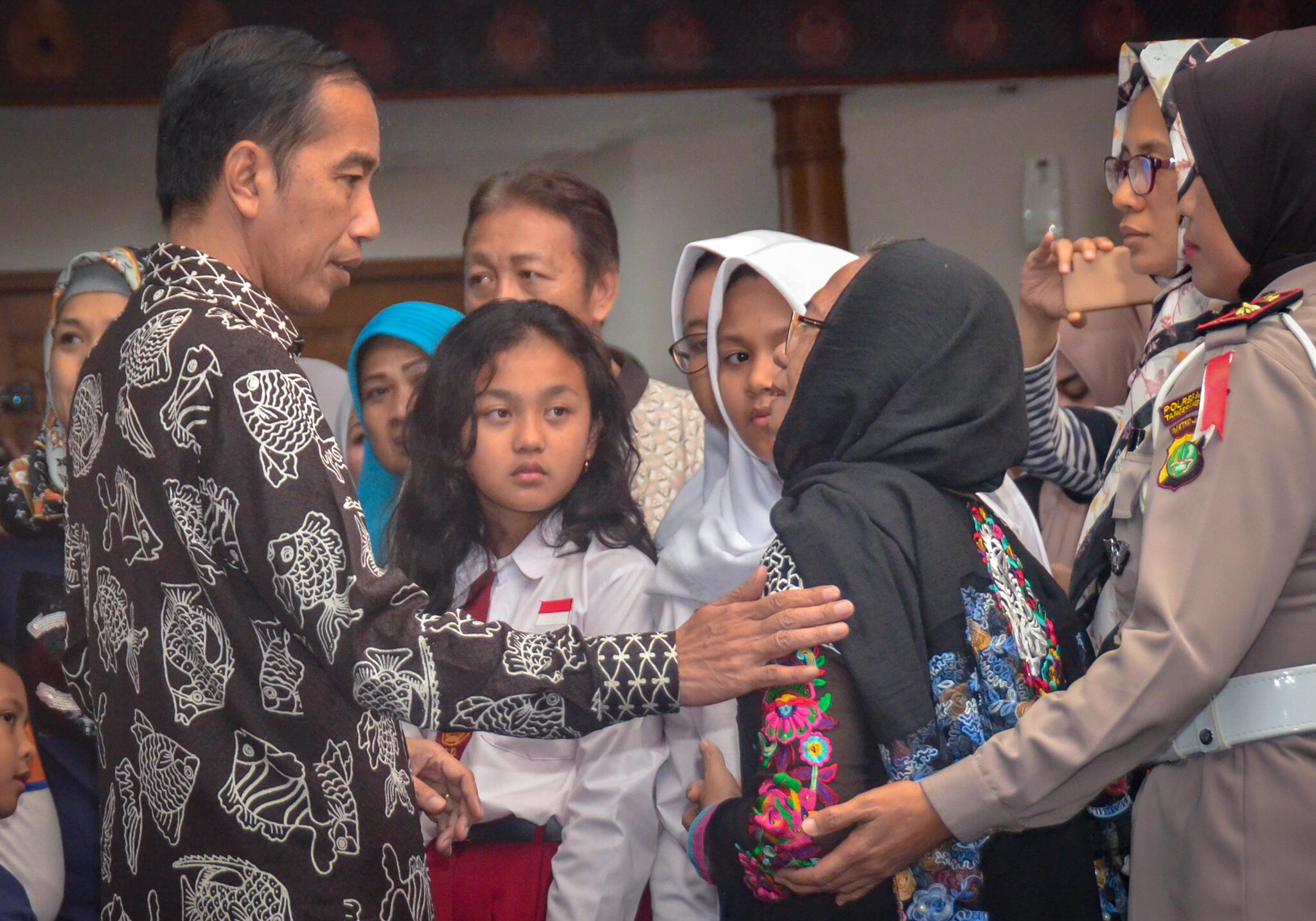 Kunjungi Keluarga, Presiden Minta Pencarian Korban Lion Air JT-610 Dilakukan 24 Jam