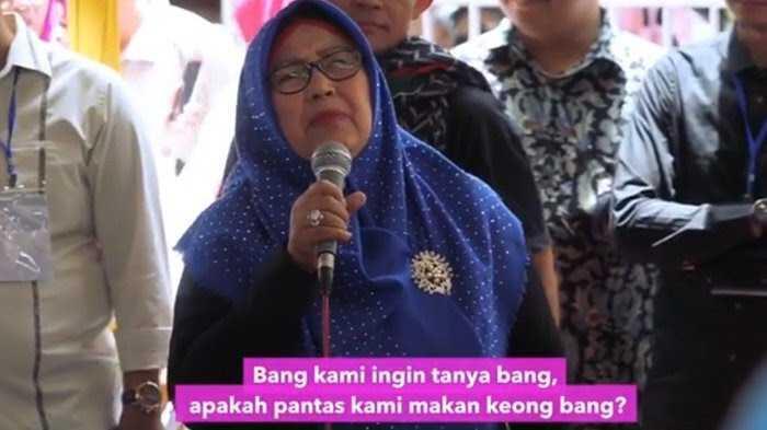 Sandi dapat cerita dari Bu Sofia dan Bu Bunga harga-harga di Bogor mahal