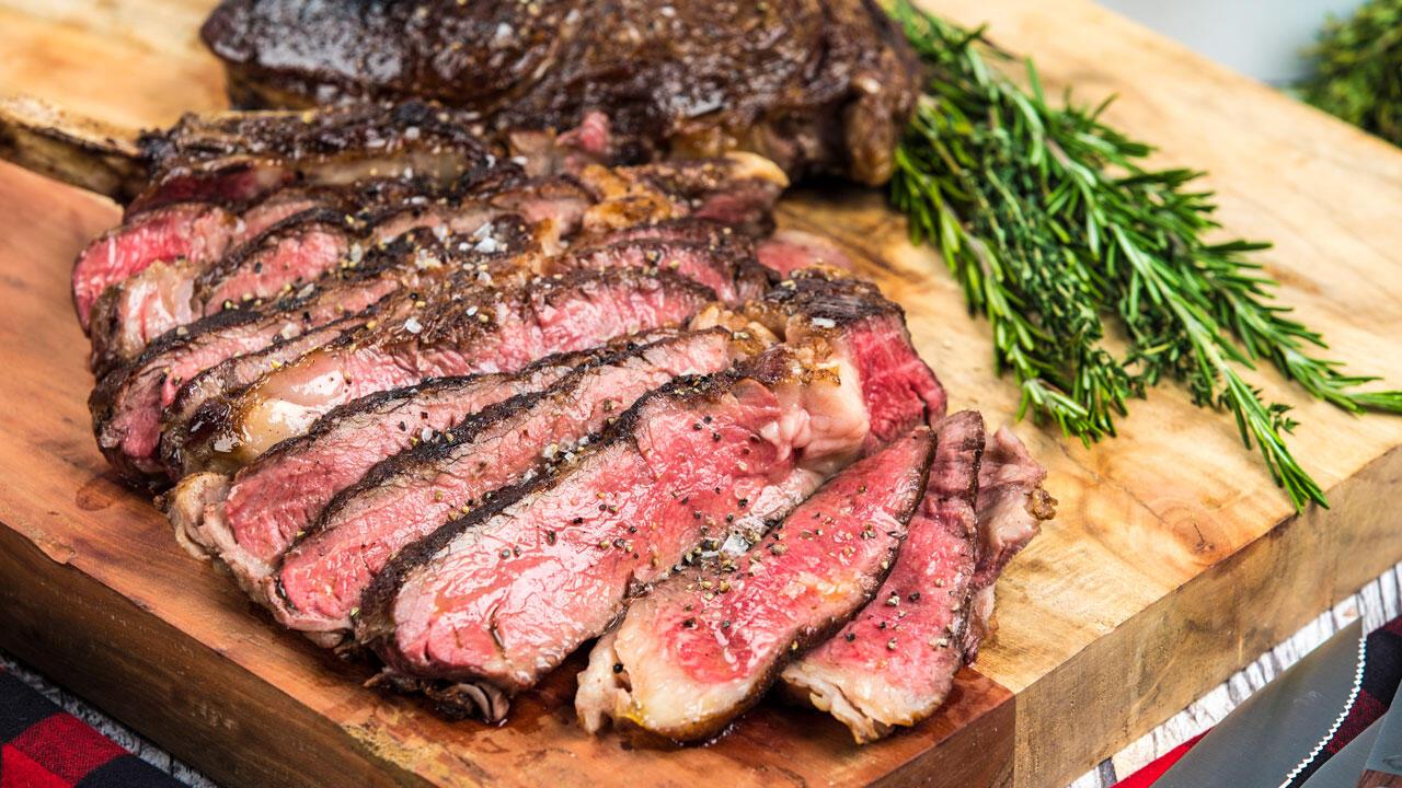 Tersiksa, Ini Reaksi Kocak Vegetarian Saat Diminta Makan Daging Lagi