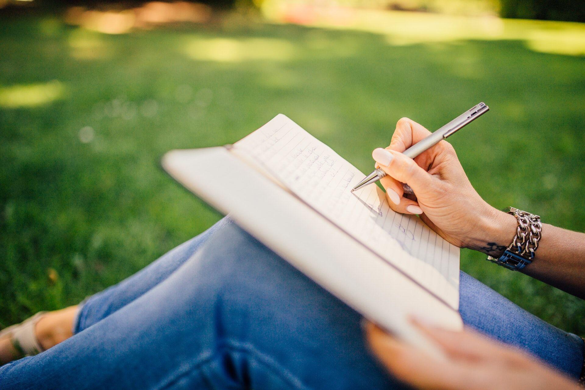 Wajib Coba! 6 Tips Selesaikan Tugas Kuliah Agar Minim Begadang