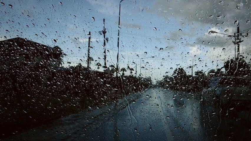 Berkendara Saat Hujan? Perhatikan 5 Hal ini