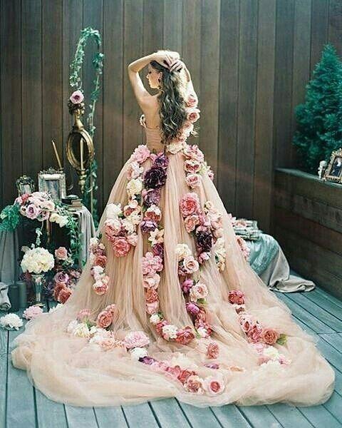 10 Gaun Pernikahan Kelewat Unik yang Bikin Kamu Geleng-geleng Kepala