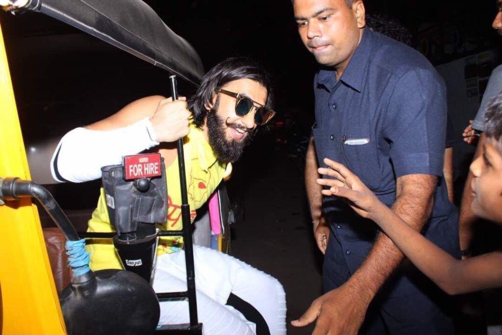 5 Artis Bollywood Ini Gak Malu Gunakan Transportasi Umum