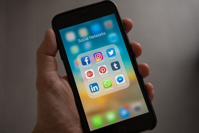 5 Cara yang Bisa Kamu Lakukan agar Tak 'Teracuni' Oleh Media Sosial