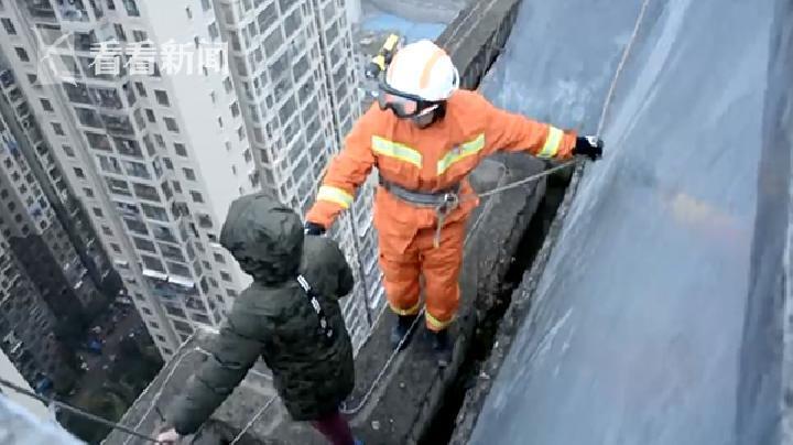 Tak Mau ke Sekolah, Anak di Cina Ancam Lompat dari Atap Gedung 33 Lantai