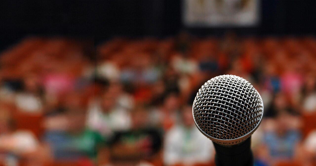 Apakah Debat Pilpres Memakai Bahasa Inggris Itu Mencederai Sumpah Pemuda?