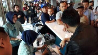 Penerbangan Delay 5 Jam, Penumpang Lion Air di Padang Mengamuk